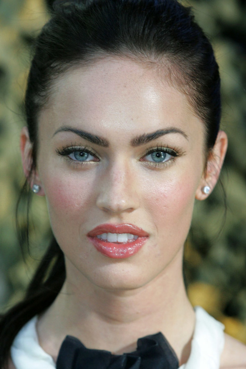 Megan Fox eyes and face makeup – step by step photos