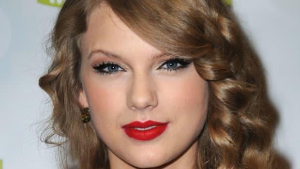 Taylor-Swift-CMA-Muxic-Festival-Press-Conference-in-Nashville-2011