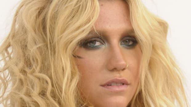 Kesha-Billboard-Music-Awards-2011-2