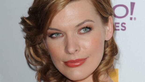 Mila-Jovovich-Hollywood-Awards-Gala-3