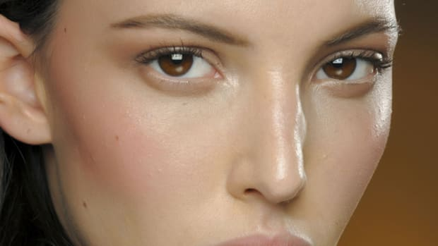 Versace Fall 2011 beauty