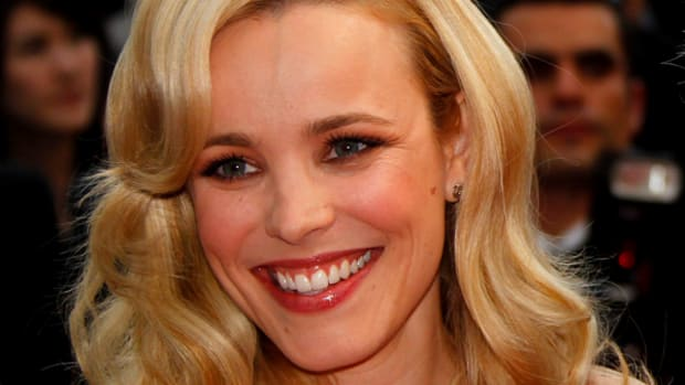 Rachel-McAdams-Midnight-In-Paris-Premiere-Cannes-2011-2