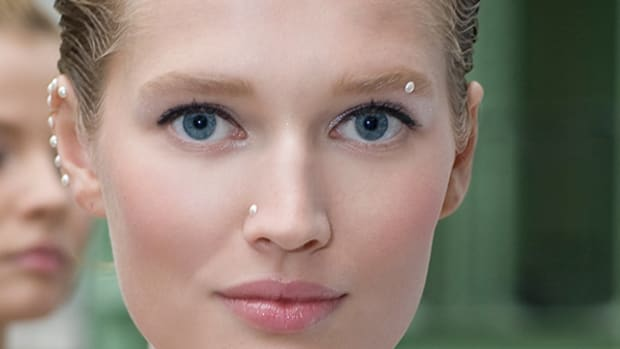 Chanel-Spring-2012-beauty-2