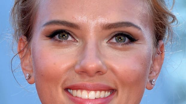 Scarlett Johansson hair and makeup - messy bun and winged liner