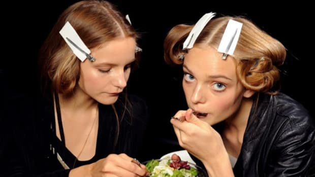Dolce & Gabbana 2011 - models eating