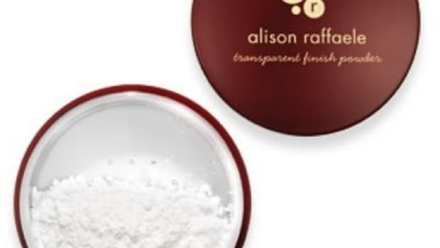 alison_raffaele_transparent_finish_powder