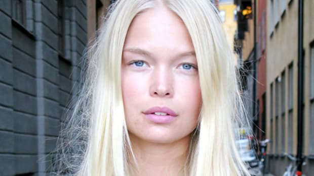 How to touch up platinum blonde hair