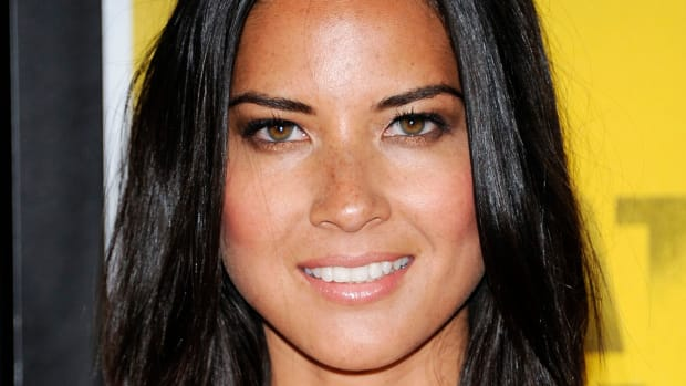 Olivia Munn medium straight hair