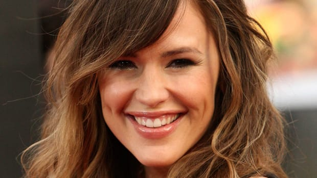 Best hairstyles for grown-out bangs