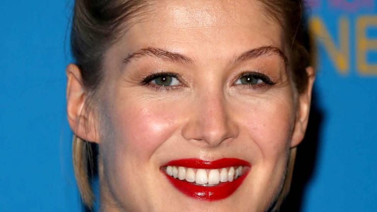 Rosamund Pike's Glossy Red Lips are Perfection