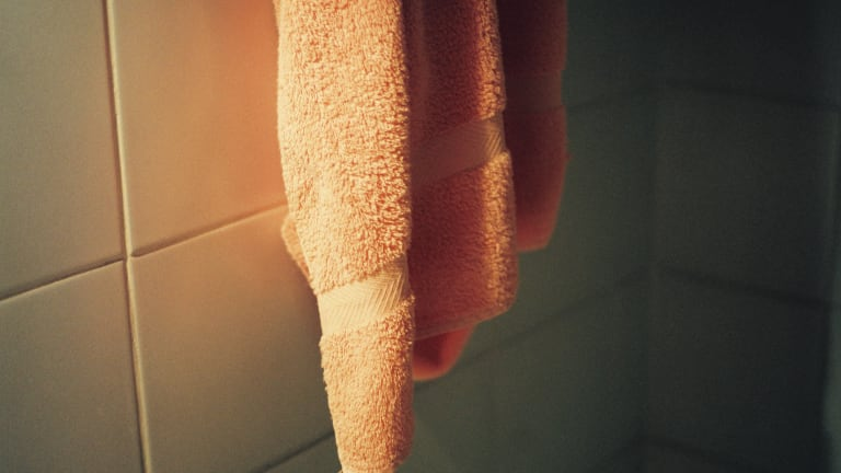"""How the """"Clean Towel Method"""" Can Improve and Prevent Acne"""