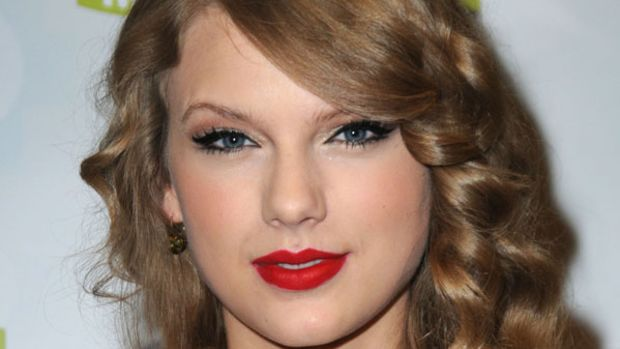 Taylor-Swift-CMA-Muxic-Festival-Press-Conference-in-Nashville-2011