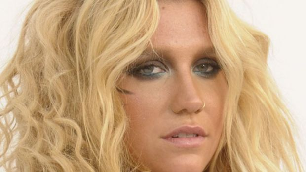 Kesha-Billboard-Music-Awards-2011-2