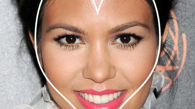 Kourtney Kardashian heart face