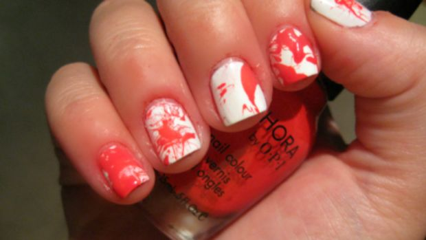 Blood splatter manicure - step 5