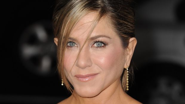 Face lighter than body - Jennifer Aniston