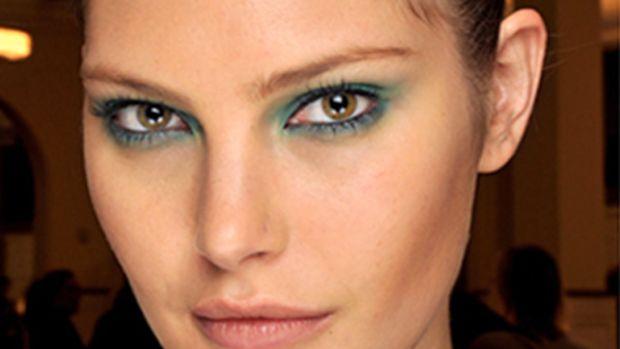 Oscar-de-la-Renta-Spring-2011-green-eyeshadow