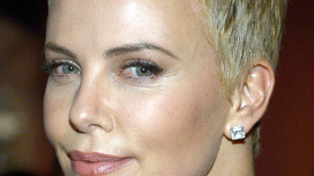 Charlize Theron - Oscars 2013 hair