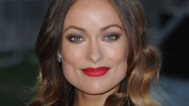 How to wear red lipstick with smoky eyes