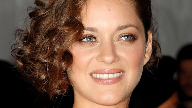 Marion Cotillard medium curly hair