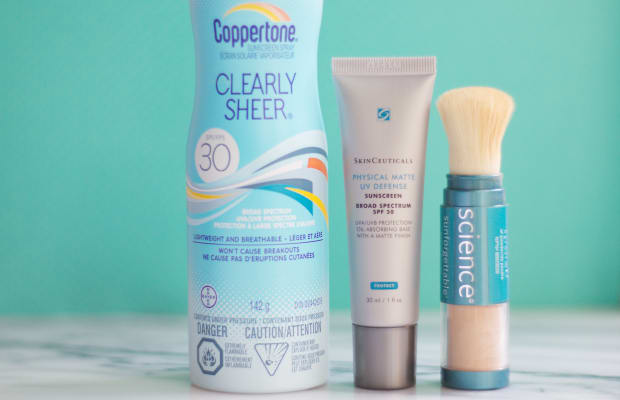 How to Re-Apply Sunscreen Over Your Makeup