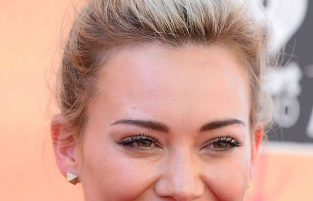 Hilary Duff orange lipstick