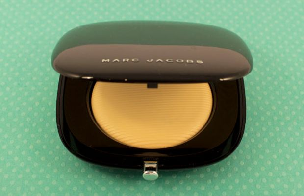 Marc Jacobs Perfection Powder Featherweight Foundation in Ivory Bisque