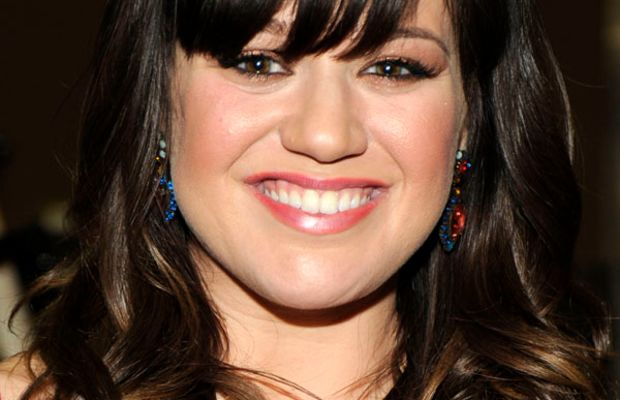 Kelly Clarkson round face bangs