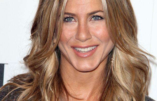 Jennifer-Aniston-ELLE-Women-in-Hollywood-Tribute-2011
