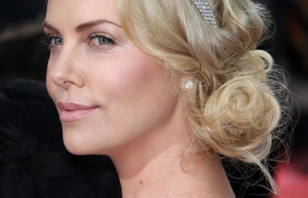 Golden-Globes-2012-Charlize-Theron