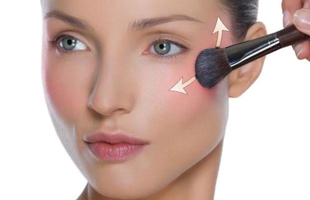 Make Up For Ever highlighter blush application