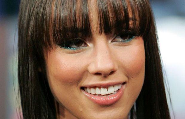 Alicia Keys long face bangs
