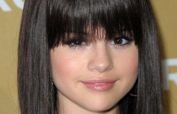Selena Gomez round face bangs