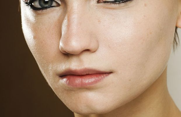 Giorgio-Armani-Fall-2011-beauty