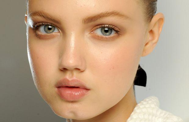 Versace Spring 2011 makeup