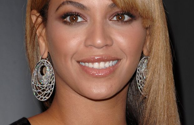 Beyonce Knowles, Heat fragrance launch, 2010