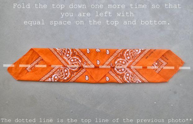 How to fold a bandana (3)