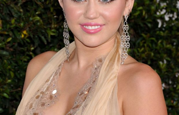 Miley Cyrus, American Giving Awards 2011