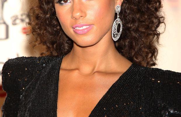 Alicia Keys long curly hair