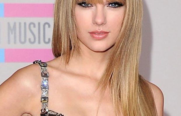 Taylor-Swift-2010-AMAs