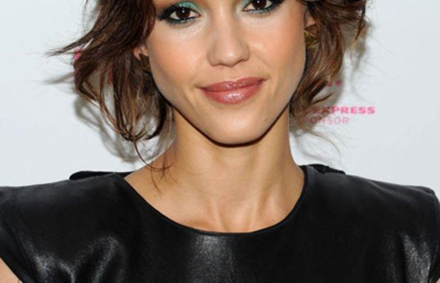 Jessica-Alba-turquoise-eyeshadow