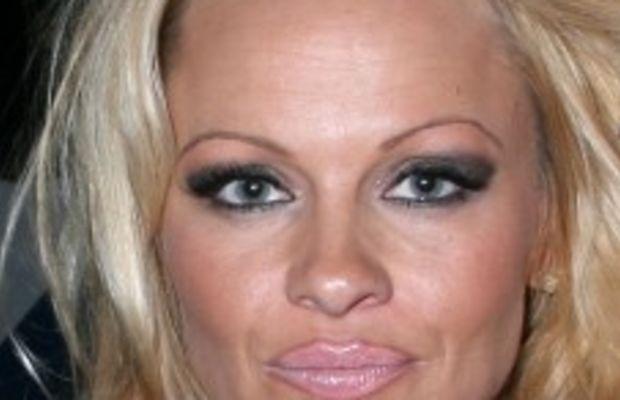Pamela-Anderson-eyebrows-227x300