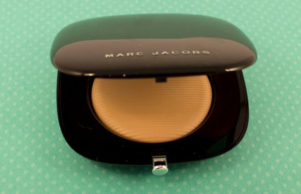 Marc Jacobs Perfection Powder Featherweight Foundation in Beige
