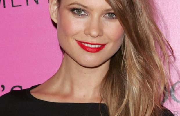 Behati Prinsloo dark blonde hair