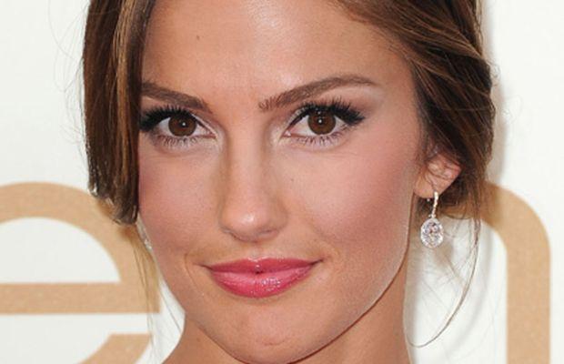2011-Emmy-Awards-Minka-Kelly