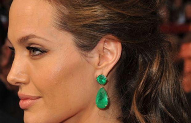 Angelina Jolie - emerald earrings