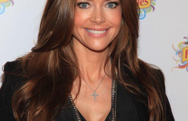 Denise-Richards-brown-hair
