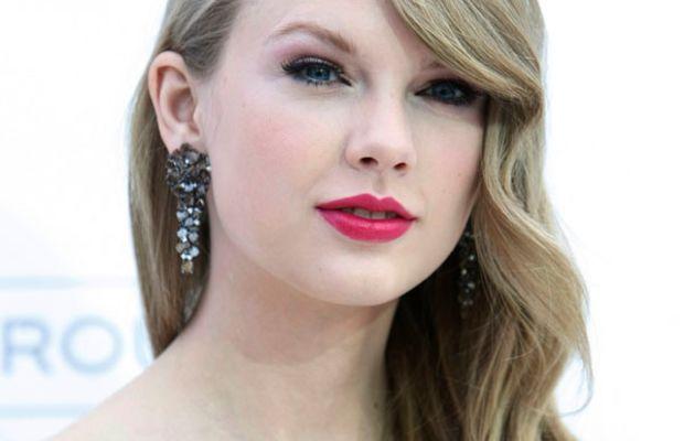 Taylor-Swift-Billboard-Music-Awards-2011