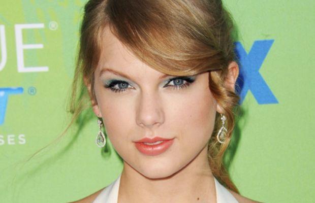 Teen-Choice-Awards-2011-Taylor-Swift
