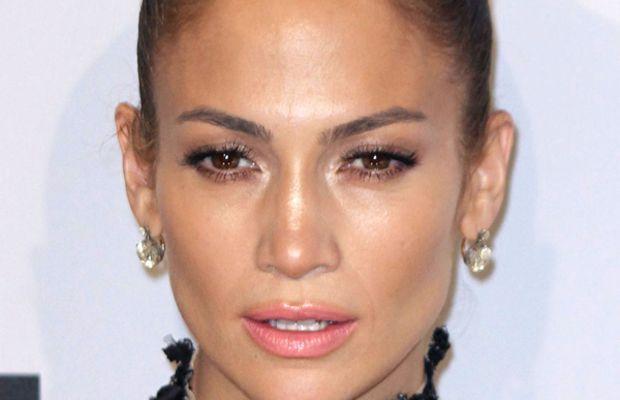 Jennifer-Lopez-2011-American-Music-Awards